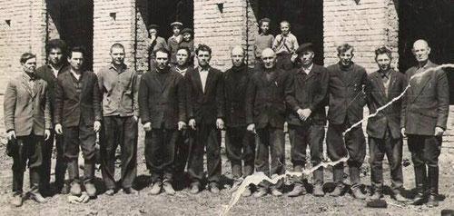 1970г. Строящаяся школа. Бригада.Фото можно увеличать.