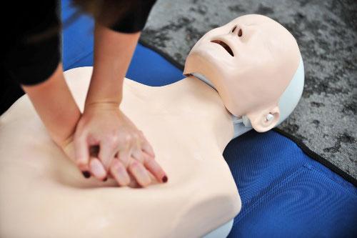 BLS-AED Grundkurs und Refresher