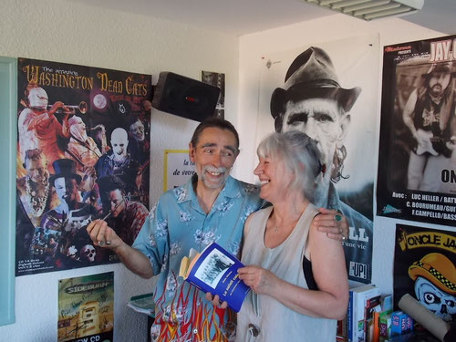 Avec César, animateur de Radio Coteaux, dans le Gers