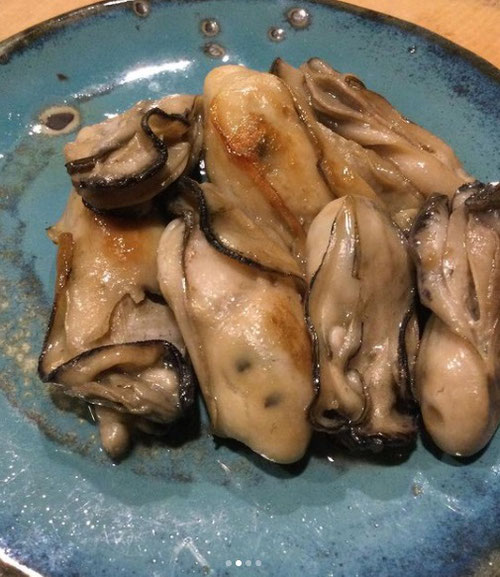 昭和屋工業,アツアツ鉄板,オサエちゃん,インスタ,インスタグラム,@teppan-shouwaya,ぎょうざ,ギョウザ,牡蠣、鉄板焼き、バター焼き、お好み焼き、牡蠣おこ、海鮮、砂ずり、炒めたん、重い、どて焼き、麹、糀