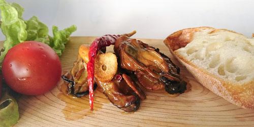 燻製,スモーク,牡蠣,オイル漬け,オリーブオイル,アツアツ鉄板,めんつゆ,チップ,キャンプオールマイティ,フライドニンニク,角フタ