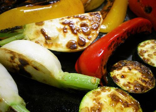 昭和屋工業,実験室,鉄板,厚さ,違い,ステーキ,美味しい理由,フライパン,なぜ美味しい,板厚,味変わる,蓄熱性,高い,金属,料理,強度,鍋,熱容量,鉄板焼き,メリット,特性,冷めにくい,安定,熱ムラ,熱伝導率,薄い,肉,厚み,焼くと美味しいもの,美味しい理由,焼き野菜,水分,レシピ,