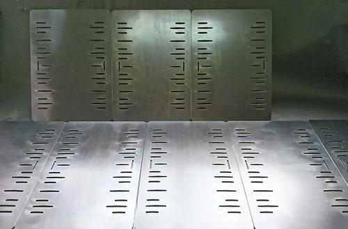 昭和屋工業、オーダーメイド、オーダー鉄板、アツアツ鉄板、厚さ、6㎜、注文、加工、穴あけ、オサエちゃん、角フタ、餃子、飛び散り、焼き肉