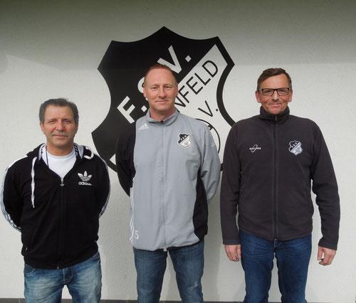 Foto: Pascal Mahler (von Links: Hans Arndt FSVer des Jahres, Dirk Janke 2. Vorsitzender, Burkhard Jeurink Sportler des Jahres)