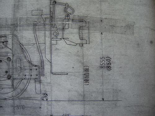 炭水車の連結器の高さ。1~4号機までは855.5mm。5号機以降は5.5mm低い。