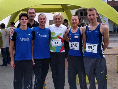Das LAZ-Straßenlaufteam mit prominenter Unterstützung, v.l.: Janek Betting, LAZ-Stützpunktleiter Jürgen Palm, Friedhelm Betting, Olympiasiegerin Heike Drechsler, Christoph Uphues und Marcel Eckers.