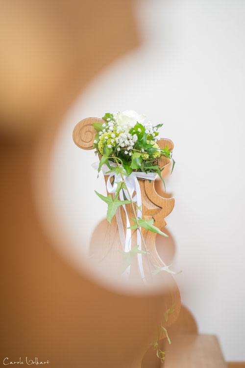 Blumendekoration in der St. Verena Kapelle in Zug, Hochzeitsfotografie, Hochzeitsfotograf