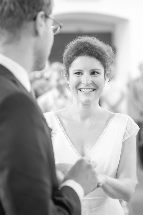 Ringübergabe heiratendes Hochzeitspaar, Hochzeitsfotografie