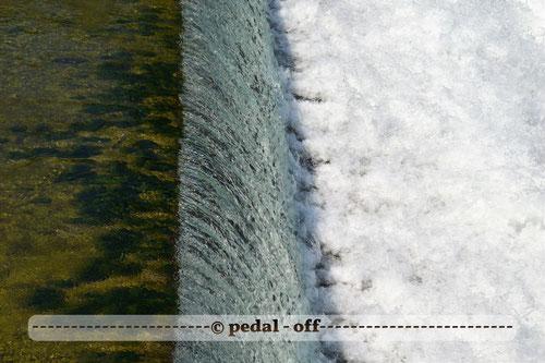 Wasser See Fluss fließend Natur Outdoor Naturfotographie münchen isar wasserfall