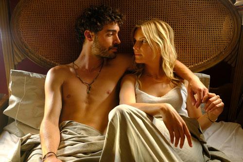 """""""Ein Sommer an der Algarve"""": Juli (Bea Brocks) und Miguel (Giovanni Funiati), © Pierre Guibert/ZDF"""