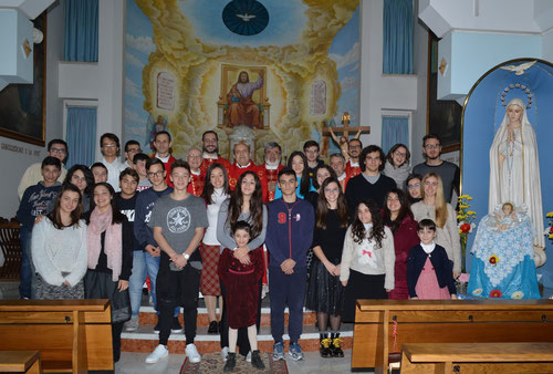 Il Vescovo mons. Domenico Sigalini incontra i giovani durante un loro ritiro spirituale nel Natale 2016