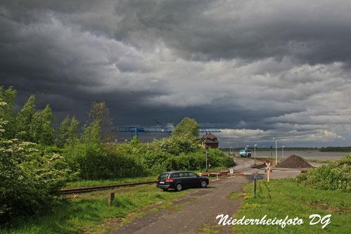 Hafen Rheinberg Orsoy vor dem Unwetter