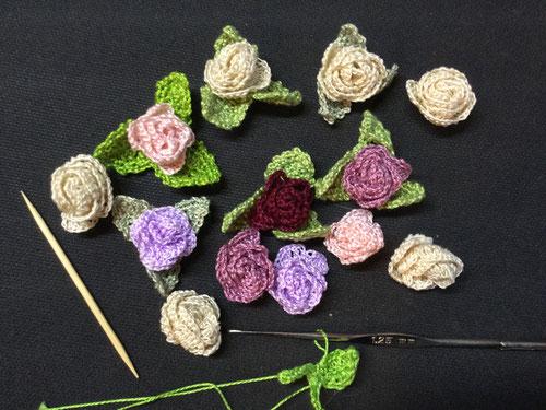 minis roses au crochet