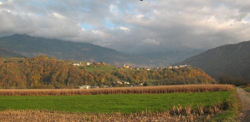 les vignes se trouvent de l'autre côté du promontoire, versant sud