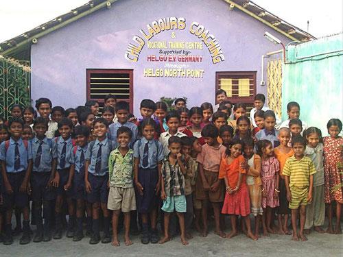 Projektkinder in Liluah. Sie alle waren früher Müllsammler