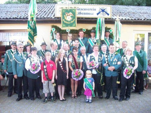 Die neue Königsfamilie 2011 des Schützenvereins Weißenmoor