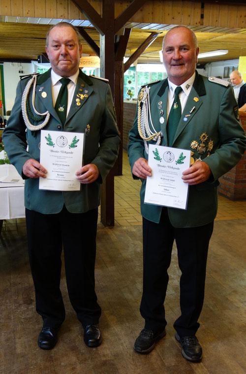 Die geehrtenSchützenbrüder Wilfried Kamin (Va in Bronze) und Wilfried Söhl (VA in Silber) Foto W. Röndigs