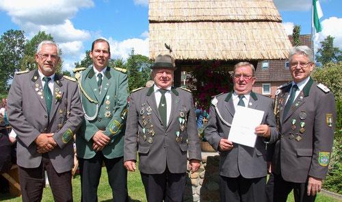 v. l.: Jürgen Bauer (3. Beisitzer), Tobias Ostrowski (2. Beisitzer), Wilfried Kettelhodt (Präsident), Günter Wolter (VA in Bronze) und Gerd Brokelmann (Verbandsgeschäftsführer) Foto: Jürgen Bauer