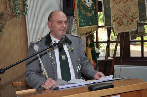 Schützenbruder Wilfried Röndigs bem Vortragen seines ersten Geschäftsbericht. Foto: J. Bauer