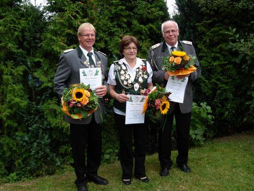 Die im Jahre 2014 Ausgezeichneten: (v. l.) Uwe Schuhmacher (VA in Silber), Roswitha Schlawiedt (VA in Bronze) und Werner Hottendorff (VA in Gold) Foto: Brokelmann