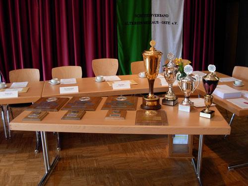 Wanderpreise des Schützenverbandes. Foto: Brokelmann