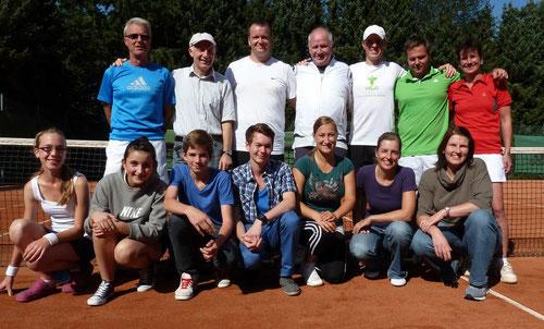 vorne: Hannah Proussas, Anna-Lena Hölß, Jannis Wrackmeyer, Rene Marcel Kamps, Jessica Grün, Claudia Parys, Simone Göring