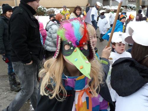 Räubertochter mit venezianischer Maske