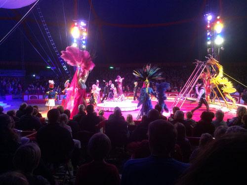 Fliegende Artisten aus dem chinesischen Staatszirkus  im Zirkus Krone