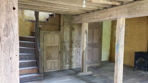 Aprés travaux : Création enfilade de placards avec portes anciennes 18ème (photo) et rénovation du vieux plancher chêne (image)