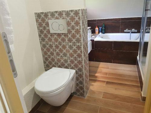 WC suspendu, faïence, rénovation complète salle de bain
