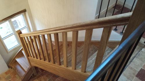 Escalier chêne massif ciré et lustré (photo)