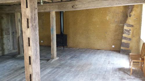 Restauration d'une pièce de menier, remise en état du vieux plancher de chêne (photo)
