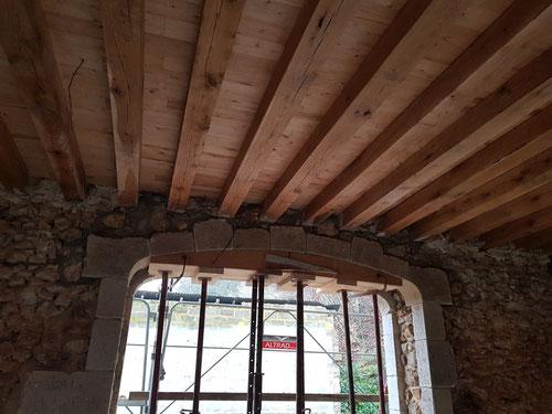 Finition plafond : pose d'un plancher de parquet de châtaigner massif ép. 22mm