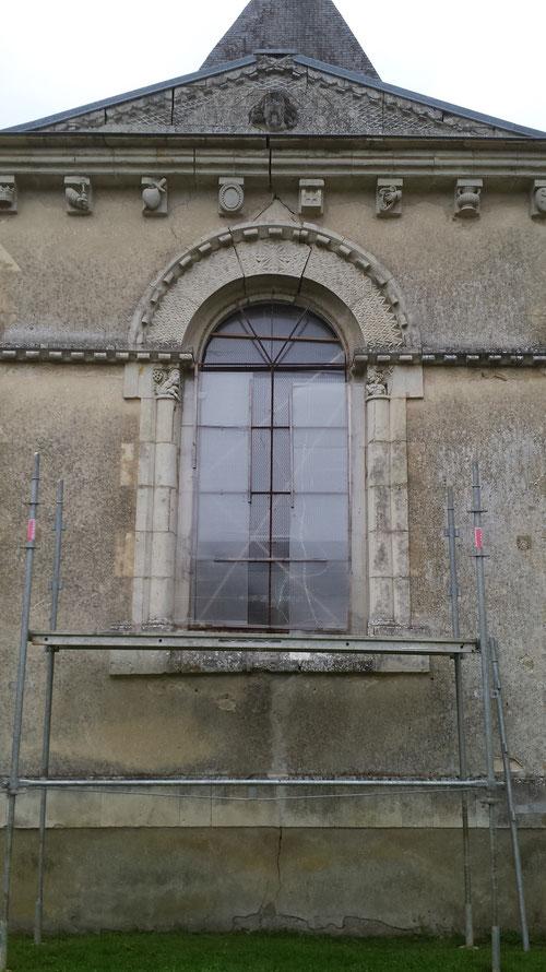 Restauration de la clé de voute d'une ouverture sur l'église de Bellou Sur Huisne