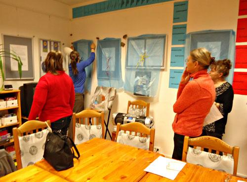 Nach und nach werden vor den Besuchern die Installationen enthüllt.