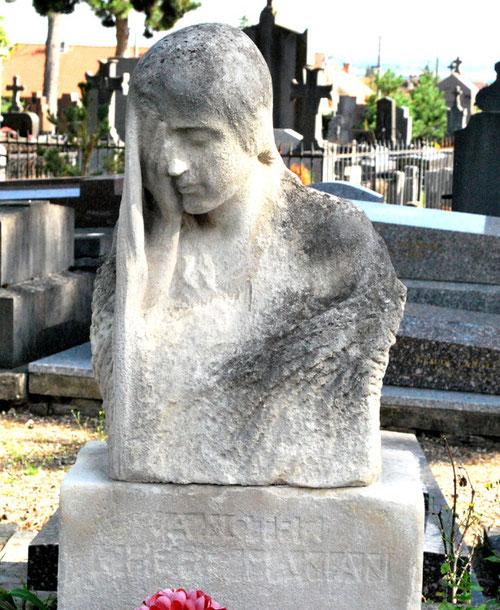 Pleureuse sur la tombe familiale- Cimetière Saint-Acheul-Amiens