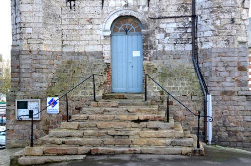 L'entrée qui donne accès à l'Office de Tourisme de St-Riquier