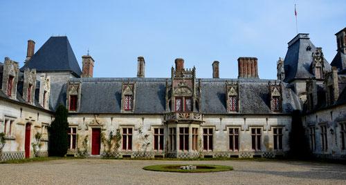 La cour d'honneur du château de Regnière-Ecluse