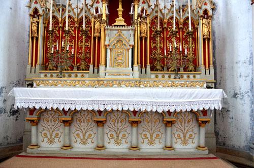 Autel de l'église du Quesnel par les frères Duthoit