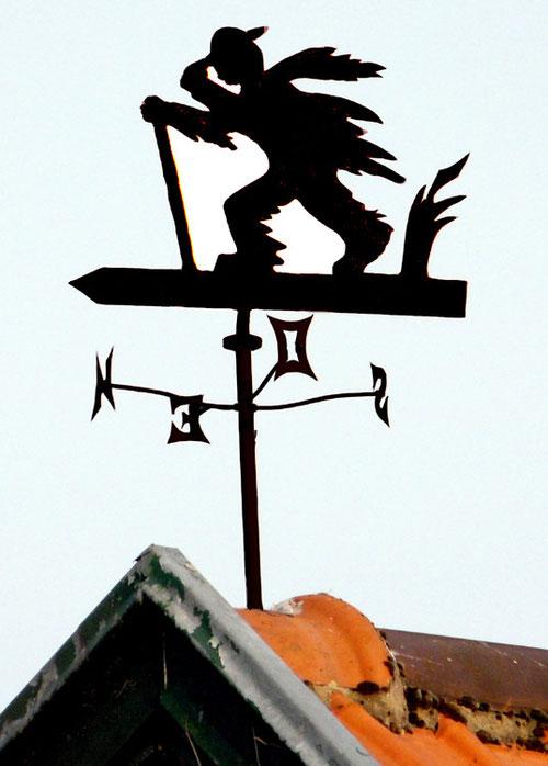 Franqueville- Un pauvre bougre qui lutte contre le vent- Photo: Patrice Lenne