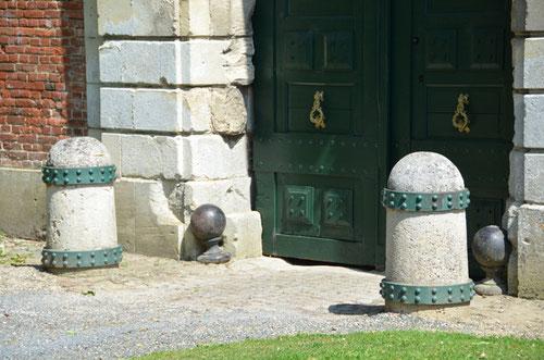 L'entrée des Ecuries au château de Tilloloy