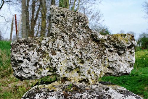 La croix en tuf de Chaussoy (Toeufles)