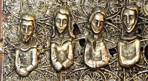Autel de l'église St-Denis de Poix: Marie-Madeleine au milieu des apôtres