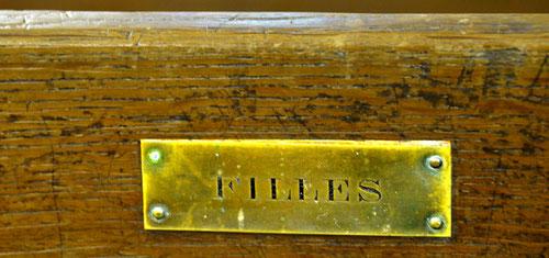 bancs réservés aux filles dans l'église de la Chaussée-Tirancourt