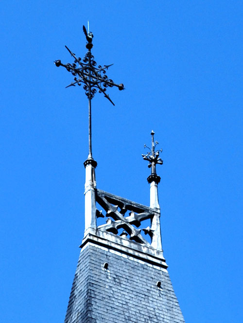 La croix du clocher de l'église Saint-Leu- Amiens