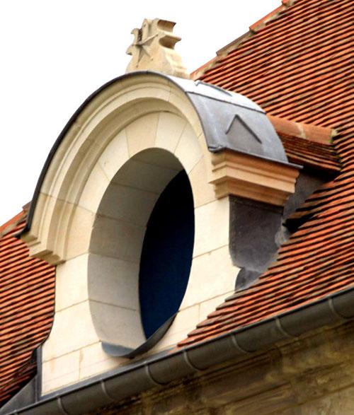 Berteaucourt-les-Dames- Oeil de boeuf en pierre