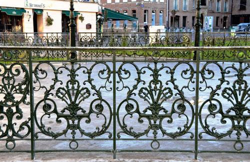 La clôture du kiosque, place du Palais de Justice- Amiens