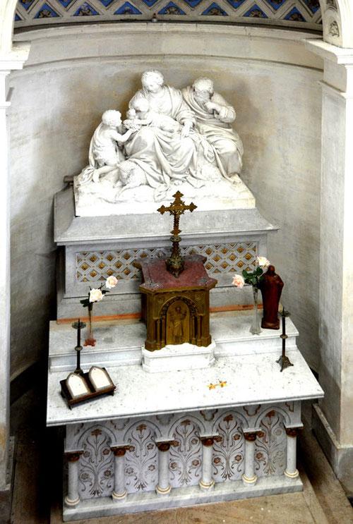 Vue d'ensemble du maître-autel de la chapelle