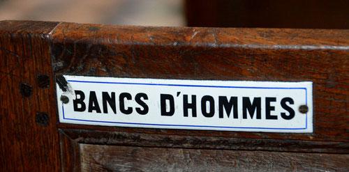 Bancs réservés aux hommes dans l'église de la Chaussée-Tirancourt