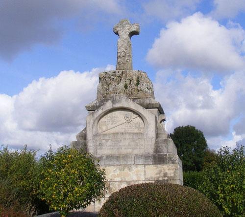 Estrées-les-Crécy: la croix en tuf du roi de Bohême